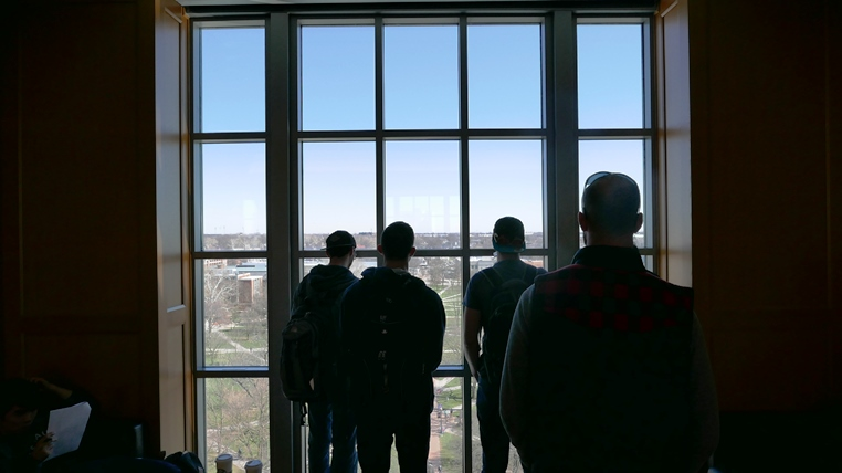 HCS students view the OSU Oval from the Thompson Library